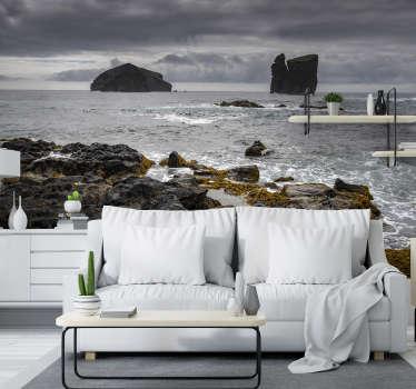 Aqui pode desfrutar de um belo fotomural vinílico de parede com a vista para o mar de são miguel, onde pode apreciar uma bela imagem de rochas.