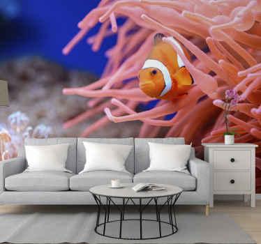настенная роспись украшена изображением рыбы-клоуна с характерным окружением в реальном и оригинальном виде.