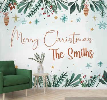 パーソナライズされた名前の壁の壁画と陽気なクリスマス。植物や他のクリスマスの装身具で飾られた上下。カスタム名のクリスマスキャプション。
