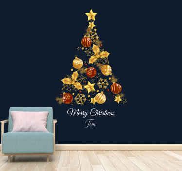 Blauer Hintergrund mit weihnachtsbaum-wandbild. Ein baum, der mit starts weihnachtskugeln, goldzweigen und weihnachten gemacht wird, beginnt auf einem weißen hintergrund.