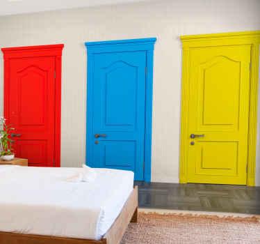 Fototapet med designet af tre døre i rød, blå og gul, ideel til at dekorere dit soveværelse, kontor eller stue med en anden stil.