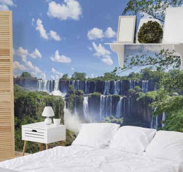 фотообои большие водопады в лесу. два образования последовательных водопадов. у вас голубое небо и много зеленых деревьев. подпишитесь со скидкой 10%!