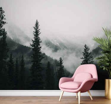 Papier peint arbres entre les montagnes. Arbres de grande altitude avec une montagne pleine de brouillard en arrière-plan. Inscrivez-vous à 10%.