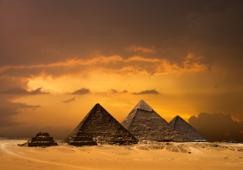 TenStickers. Egipatske piramide i zidne tapete. Blistav i strašan divovski zidni zid, idealan za ukrašavanje vaše sobe, spavaće sobe, kućnog ulaza, ureda i svugdje gdje ga želite imati. Kućna dostava!