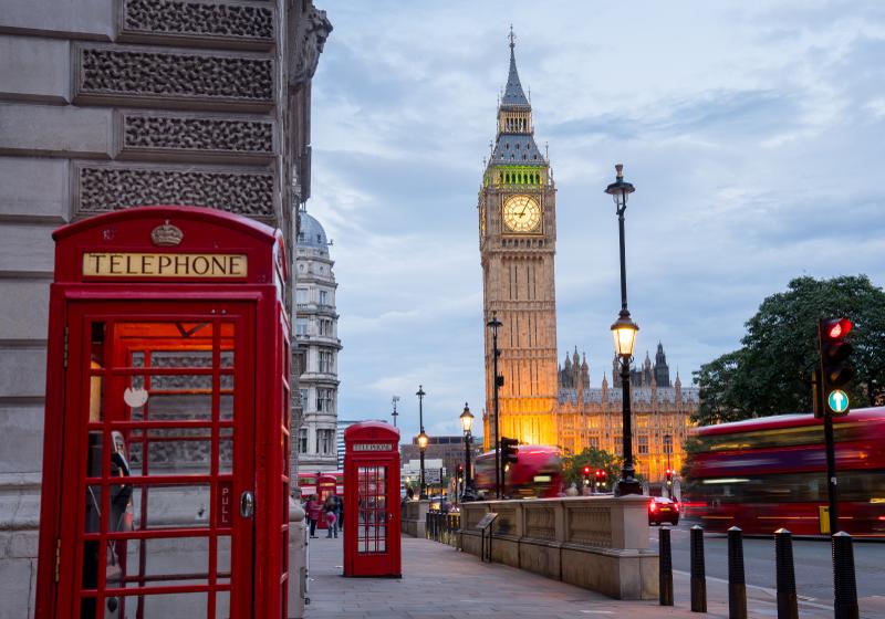 TenStickers. Gradska telefonska govornica zidni zid london. Ovaj pejzažni zidni zid predstavlja prekrasnu sliku poznate ceste u londonu s big benom i popularnom telefonskom govornicom. Dostupna kućna dostava!