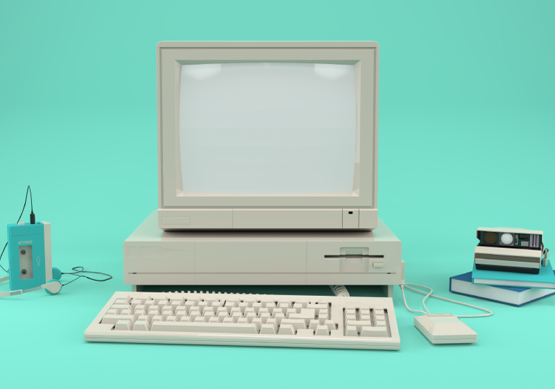 TenStickers. Staré pc vinobraní nástěnná malba. Velká fototapeta na zeleném pozadí se starým monitorem počítače s klávesnicí, procesorem a dalšími zařízeními na boku.