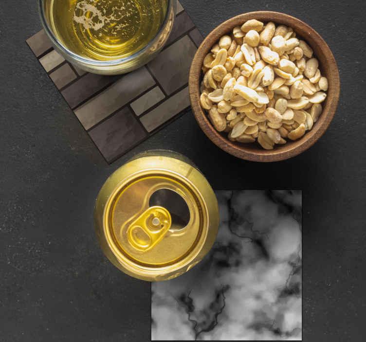 TenStickers. 逼真的纹理喝杯垫. 经典而逼真的质感杯垫设计,您一定会喜欢在桌子上享用咖啡和茶。它是由质量制成。