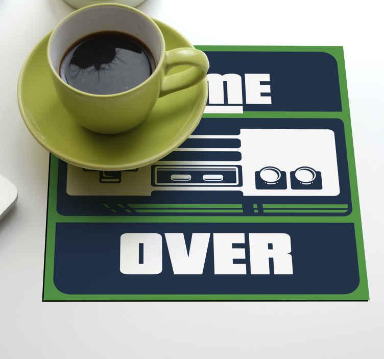 "TenStickers. 玩家怪异杯垫. 专为游戏玩家设计的杯垫,带有游戏设计和文字""游戏结束""。它易于维护,并且有不同的包装。"