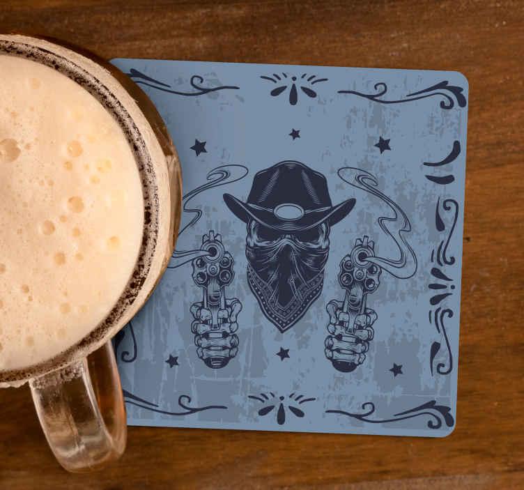 TenStickers. Dessous de verre Tête de cow-boy et revolvers. Un dessous de verre original conçu avec une tête de cow-boy avec un visage masqué. Facile à nettoyer et à stocker. Le produit est de bonne qualité.