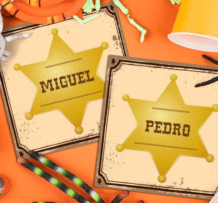 Tenstickers. Sheriff märke med namn personliga ölmattor. Specialdrinkunderlägg designad med ett ikoniskt sheriffofficeremärke i gyllene färg. Det kan anpassas med ditt eget namn.