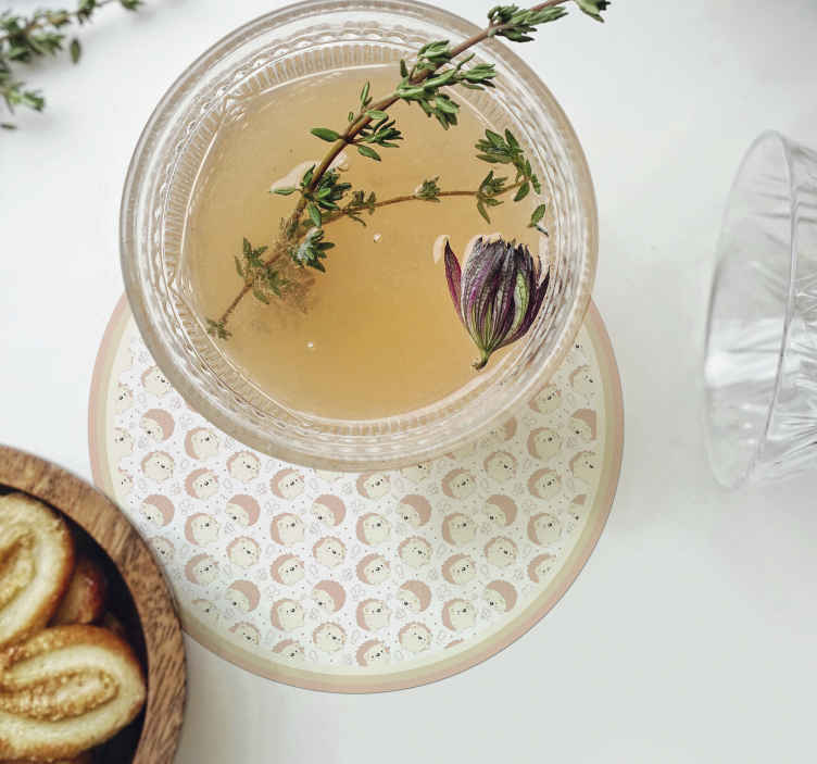 TENSTICKERS. ヤマアラシ柄ドリンクコースター. ポーキュパイン柄のドリンクコースターで、コーヒー、紅茶、ワインなどの飲み物を楽しめます。高品質の素材で作られ、メンテナンスが簡単です。