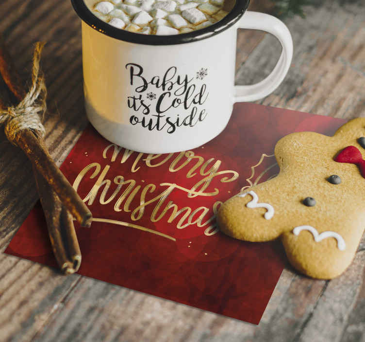 """Tenstickers. Veselé vianoce v červenej nápojovej dráhe. červené snehové vločky piť dráhu pre domáce a komerčné jedlo priestor. štvorcový vzor s ozdobným textom, ktorý hovorí """"veselé vianoce""""."""