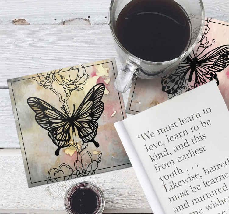 """""""Tenstickers"""". Meno drugelių padėkliukų rinkinys. Nuostabūs drugeliai su gėlių gėrimų padėkliukais. Puikus elemento gabalėlis, padedantis gėrimo puodelį ant stalo. Jis yra originalus, patvarus ir prieinamas rinkiniais."""