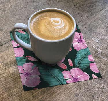 这款带有美丽的粉红色花朵和绿色叶子的花卉杯垫在您的房屋中看起来会很漂亮。立即购买并在您的家中享受它!