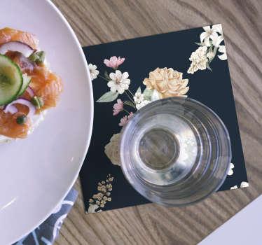 鲜花花束总是很可爱!这款带有五颜六色花束花束的杯垫在任何桌子上看起来都不错。
