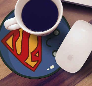 Süper kahraman tasarım içki bardak altlığı herkes için ideal. çocuklar için içki ve yetişkinler için kahve ve çay servis etmek için masayı koymak için kullanılabilir.