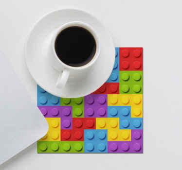 可以用于在餐桌旁为孩子服务的疯狂怪胎过山车。它采用彩色玩具砖质地制成,易于维护。