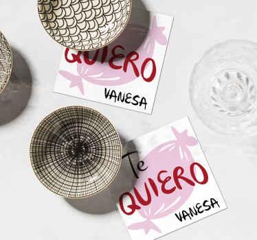 Posavasos con nombre personalizable. Un bonito diseño para su mesa mientras sirve bebidas a sus invitados y familiares ¡Envío a domicilio!
