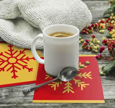 Jul snefnug drikke coaster design, en rød farve baggrund design med ornamental sne flage design. Fås i forskellige pakker.
