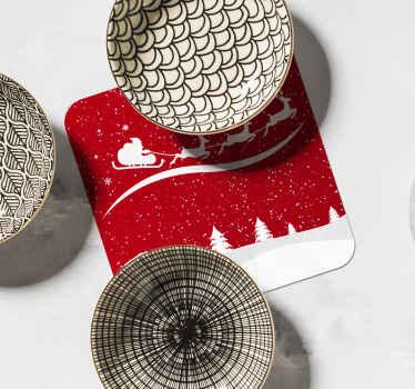 Santa claus featured cup coaster design. En julebaggrundsdesign med juleklave, der kører på en vogn trukket af et rensdyr med gavegaver.