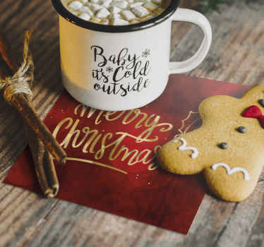 """κόκκινες νιφάδες χιονιού ποτό κόστερ για οικιακούς και εμπορικούς χώρους τροφίμων. ένα τετράγωνο σχέδιο μοτίβου με διακοσμητικό κείμενο που λέει """"καλά Χριστούγεννα""""."""