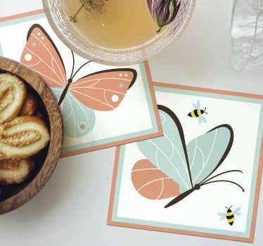 Hermoso posavasos con mariposas y abejas. Disfruta de nuestro pack original de posavasos mariposa o cómpralo para regalar ¡Elige tu pack!