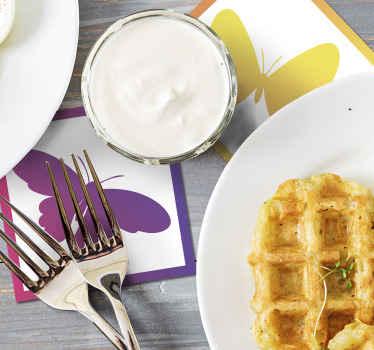 Kleurrijke gele en paarse onderzetters om uw huis of restaurant te versieren en drinken leuker te maken. Wereldwijde levering!