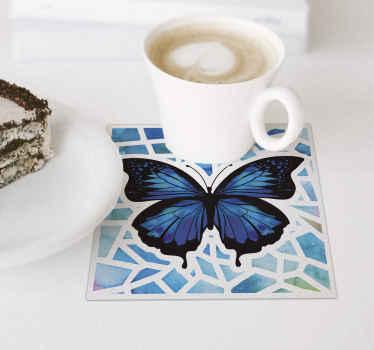 Posavasos de mariposas azules con un fondo estampado de mosaico. Apto para hogar y espacio de restaurante. Dispo