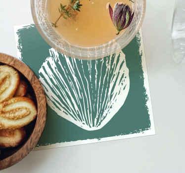Une conception étonnante de dessous de verre de coquille de différentes coquilles dessinées à la main dans un fond sépia qui sera superbe sur votre table à manger.