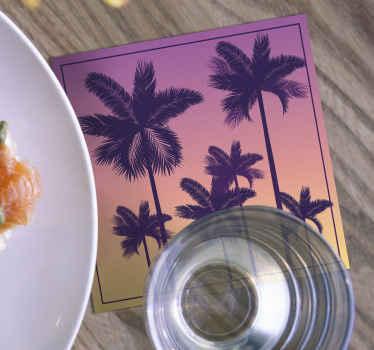 Un coucher de soleil couleurs palmiers sous-verres mis en forme carrée pour votre maison. Choisissez le set parmi 4, 6 et 8 et faites-le livrer à domicile!