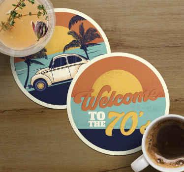 Pour tous les amoureux des années 70 qui ont besoin de dessous de verre. Un accueil au coucher du soleil des années 70 au bord des dessous de verre pour y mettre un verre.