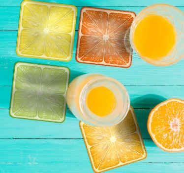 Ensemble de dessous de verre aux agrumes qui comprend un agrume différent qui comprend des citrons, des limes, des oranges et des pamplemousses.