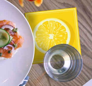 Posavasos amarillo que presenta un una rodaja de limón color amarillo con un fondo totalmente amarillo. Material de calidad ¡Elige tu pack!