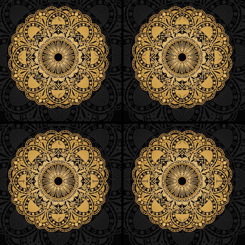 TenStickers. Dessous de verre mandala couleur or. Dessous de verre mandala conçu avec un motif ornemental doré sur fond noir. Il est fait de bonne qualité et facile à entretenir.