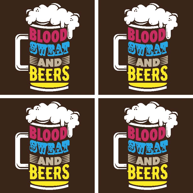 """TenStickers. 血汗汗啤酒杯垫. 您希望在桌子空间上放些啤酒的酒吧啤酒。设计上有一个啤酒杯的照片,上面写着""""血液,汗液和啤酒""""。"""