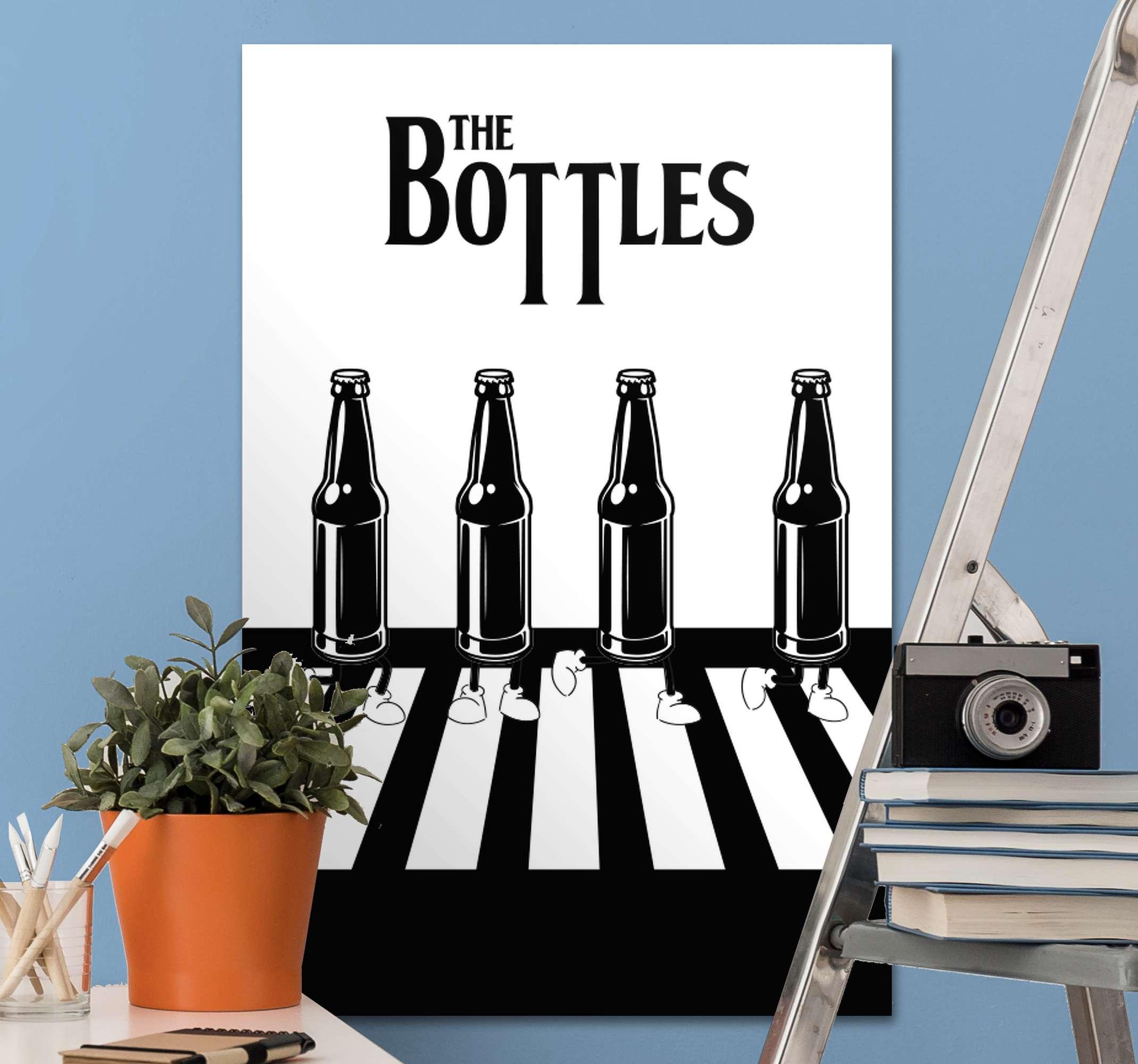 TenStickers. Canvas schilderen The bottles tekst en flessen . Met deze bedrukking van flessen die een voetgangersdoorgang oversteken in zwart-wit, geeft u een unieke stijl aan uw kamer! Levering aan huis!