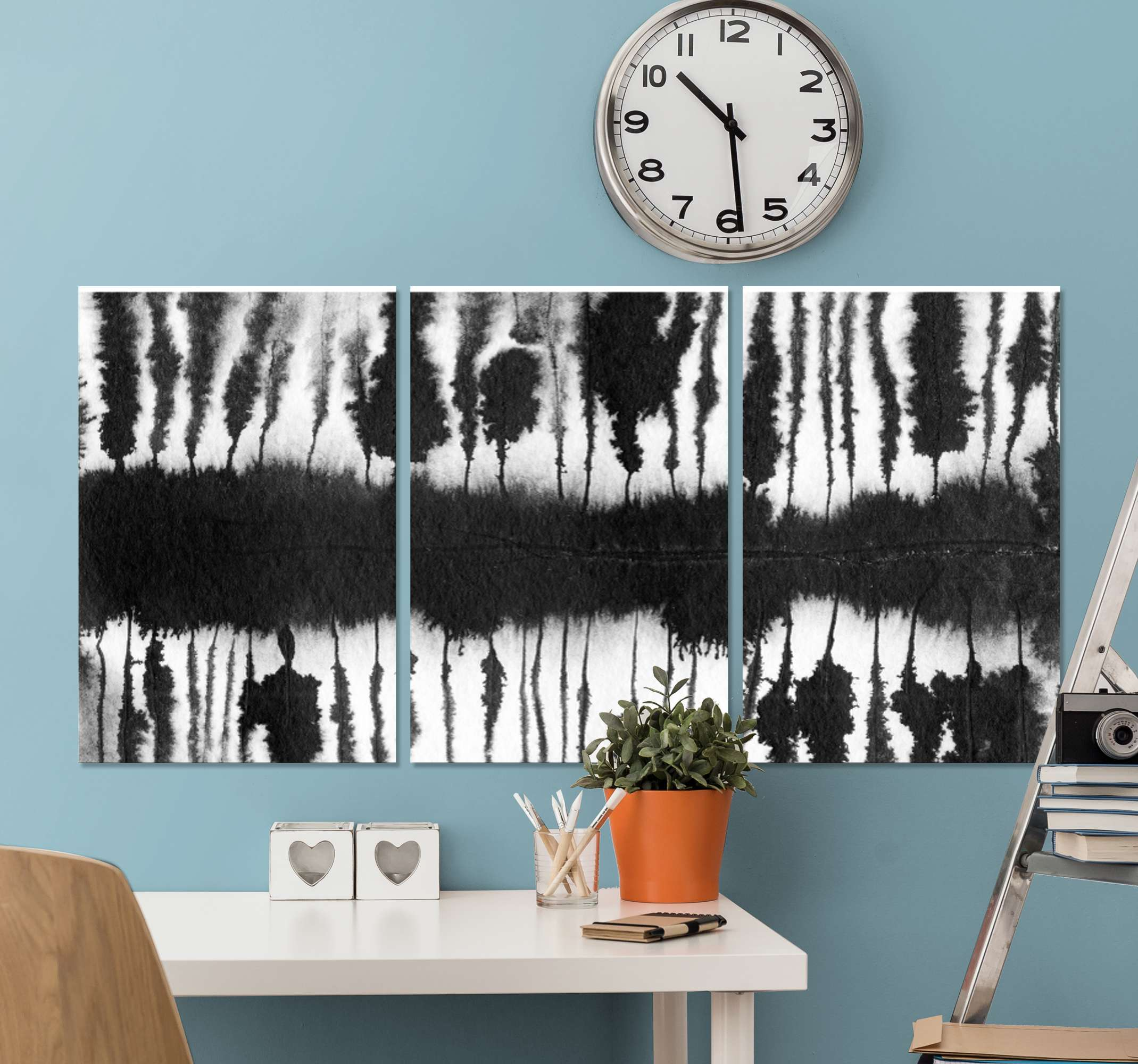 TenStickers. Abstract black and white strokes abstract framed wall art. Simple and calm abstract black and white strokes canvas art. Suitable to decorate a living room, office, bathroom, bedroom, etc.