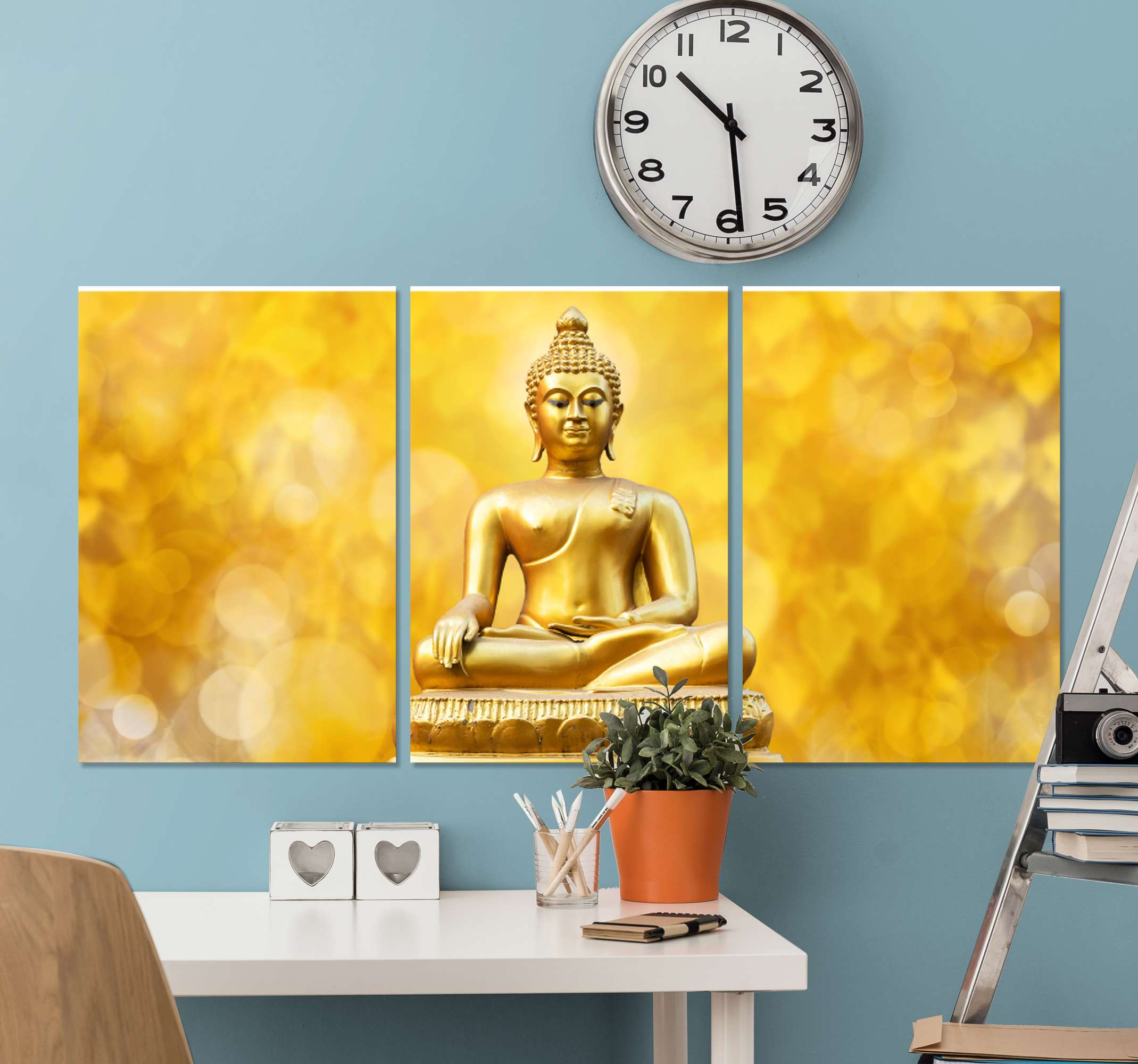 TenStickers. Golden Three piece buddha wall canvas. Beautiful golden triptico buda meditation painting for the every room. This golden canvas print for the home can also be placed in other spaces.