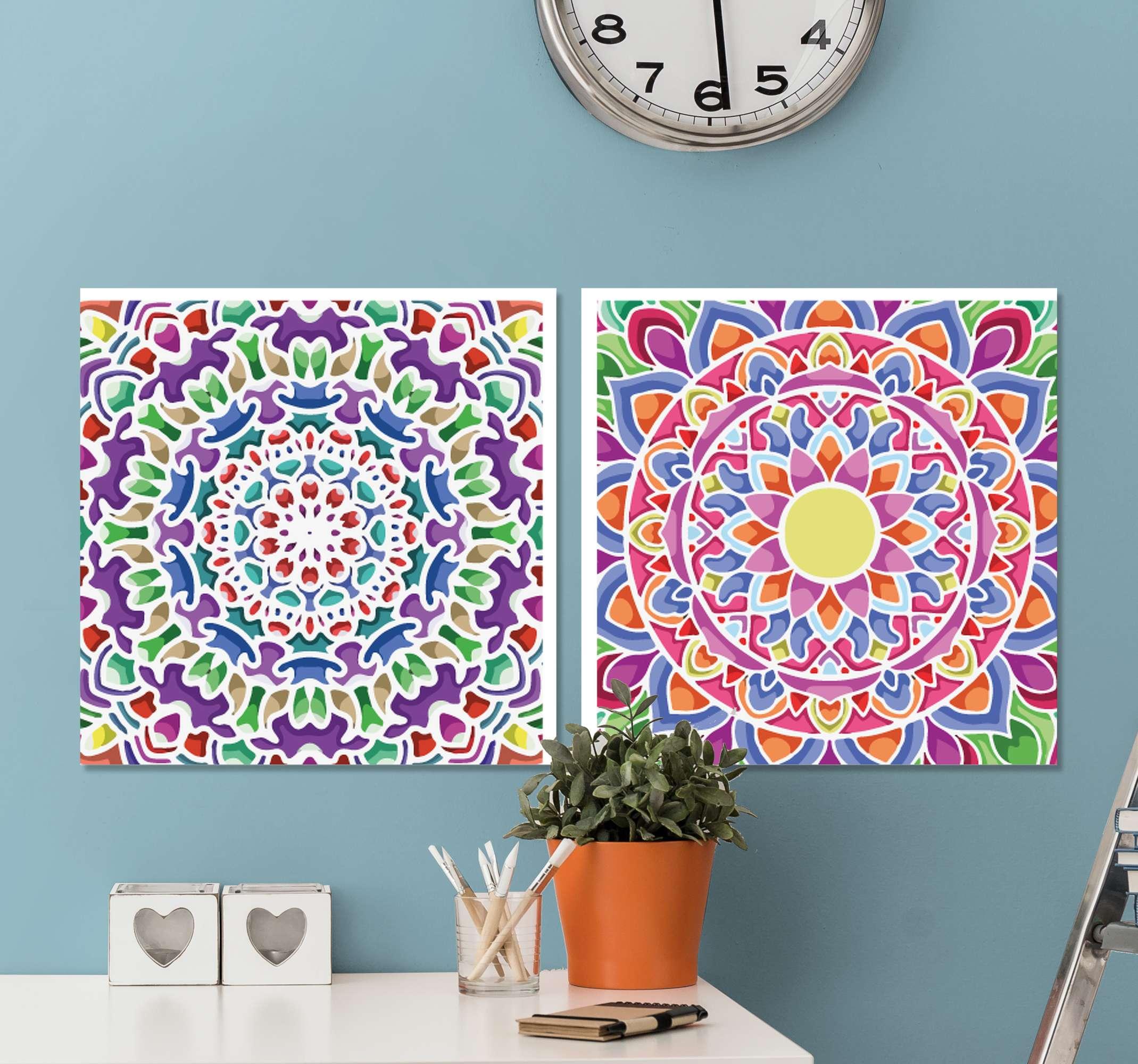 TenStickers. Toile murale mandala multicolore. Impression sur toile mandala qui comporte deux impressions sur toile uniques, chacune décorée d'un sticker magnifiquement lumineux. Haute qualité.