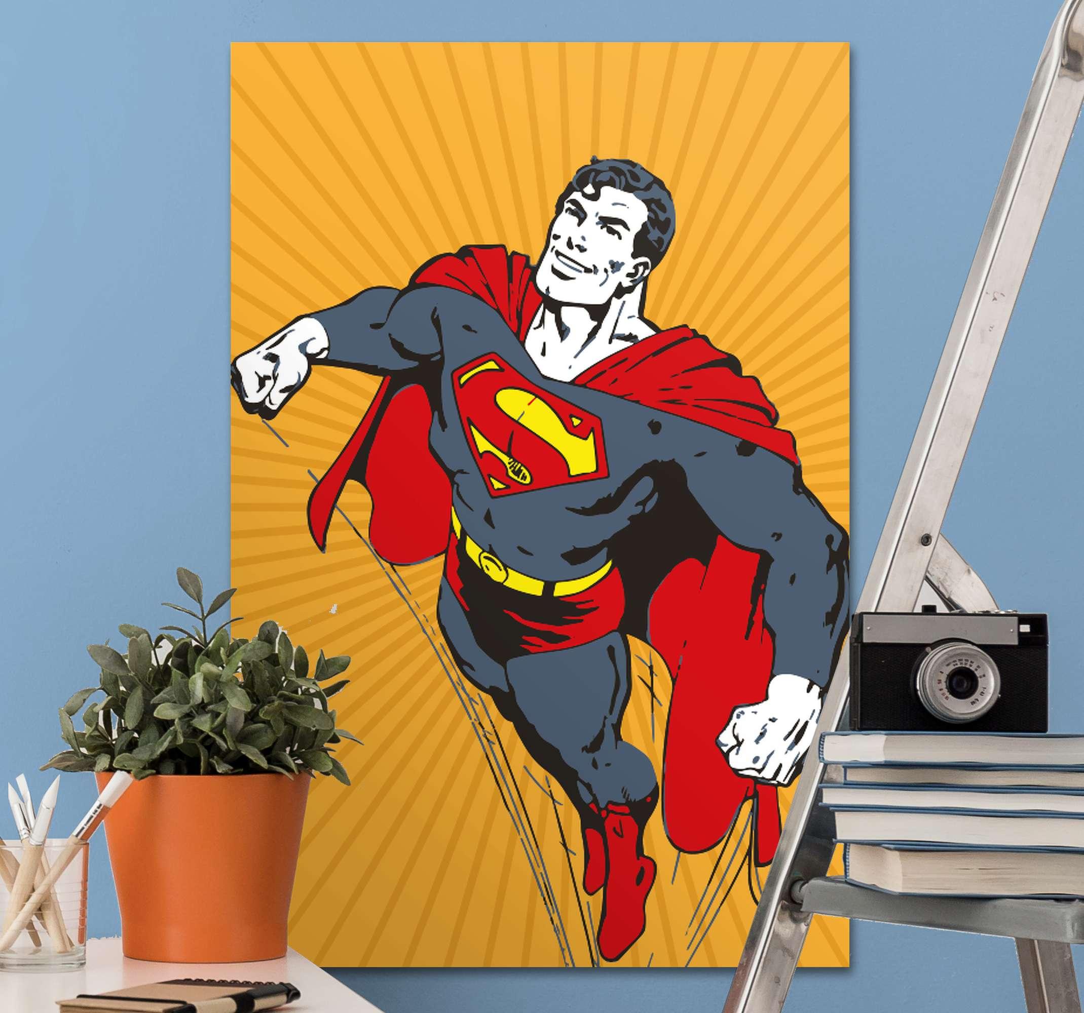 TenStickers. 슈퍼맨 슈퍼 히어로 액자 벽 예술. 슈퍼맨과 캔버스 인쇄. 노란색 복고풍 배경에 슈퍼 히어로를 제공합니다. 쉽게 걸 수 있습니다. 고품질 소재로 제작되었습니다.