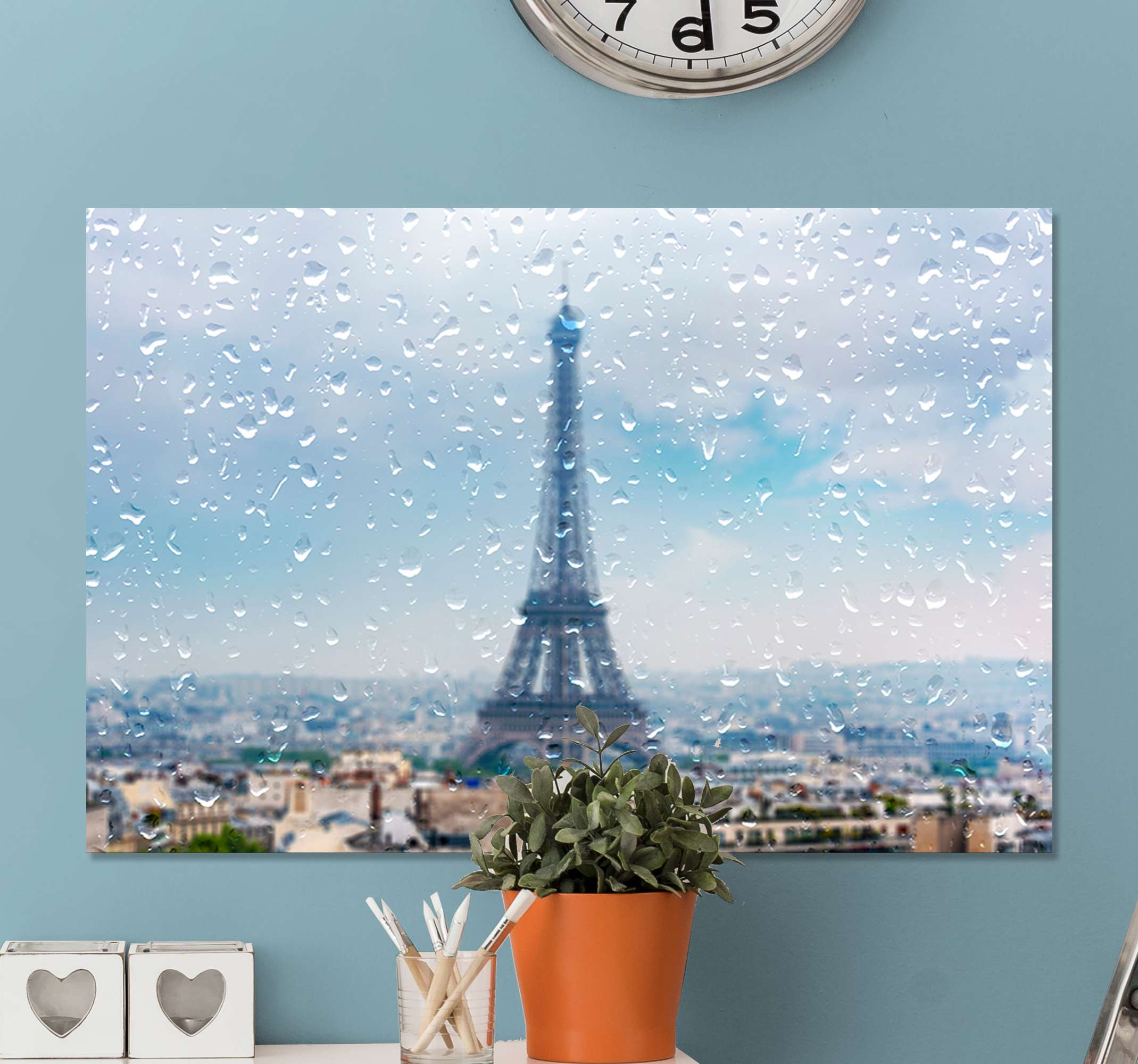 TenStickers. Paris cities in the rain city skyline prints. Cityscape canvas art of Paris, with the Eifel towel standing tall and the city drizzling with rain drops. Original and suitable to decorate any space.