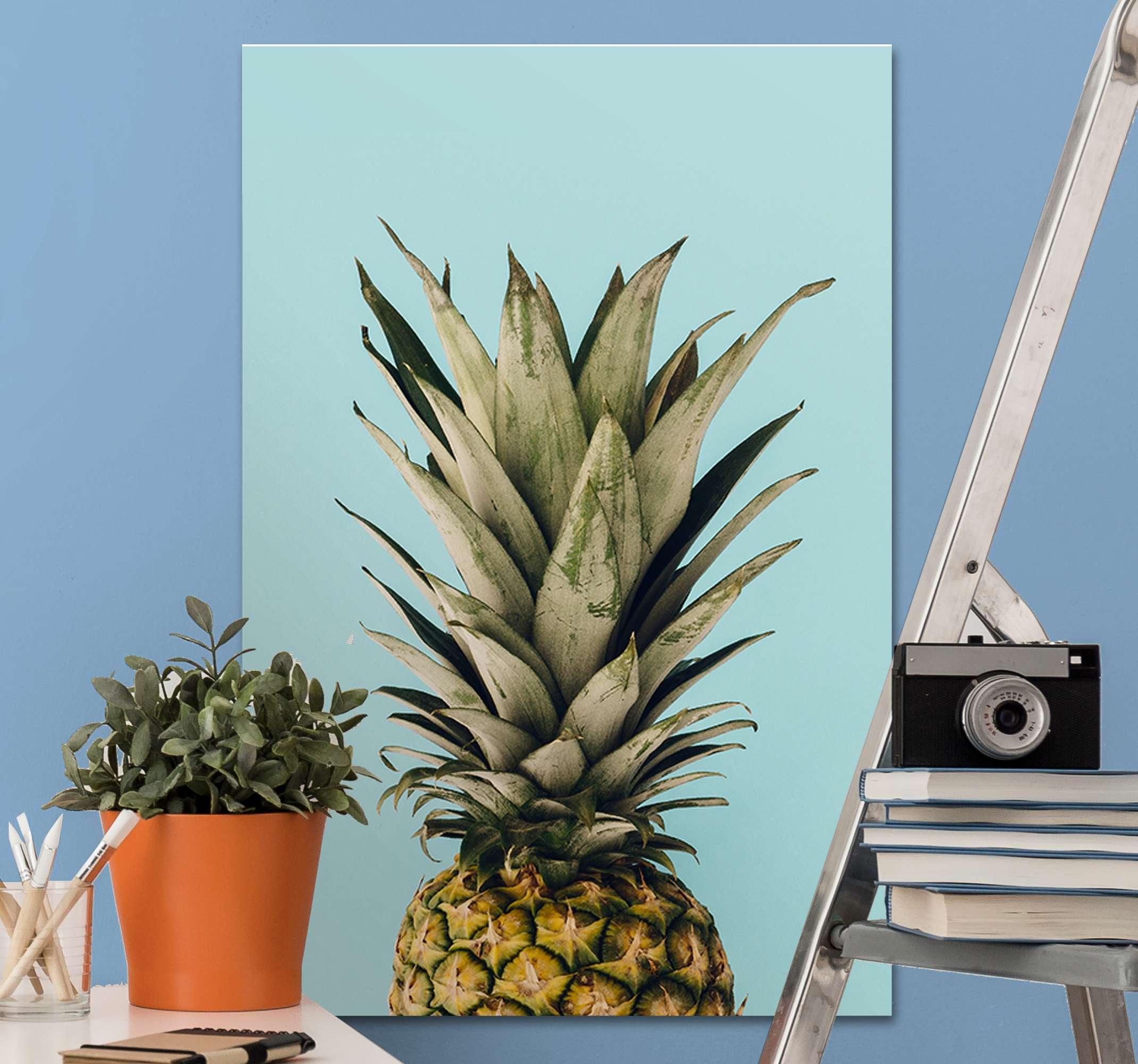 TenStickers. Canvas schilder planten Ananas. Ananas canvas schilder met een prachtige afbeelding van een ananas op een blauwe achtergrond. Gemakkelijk aan te brengen op uw muren.