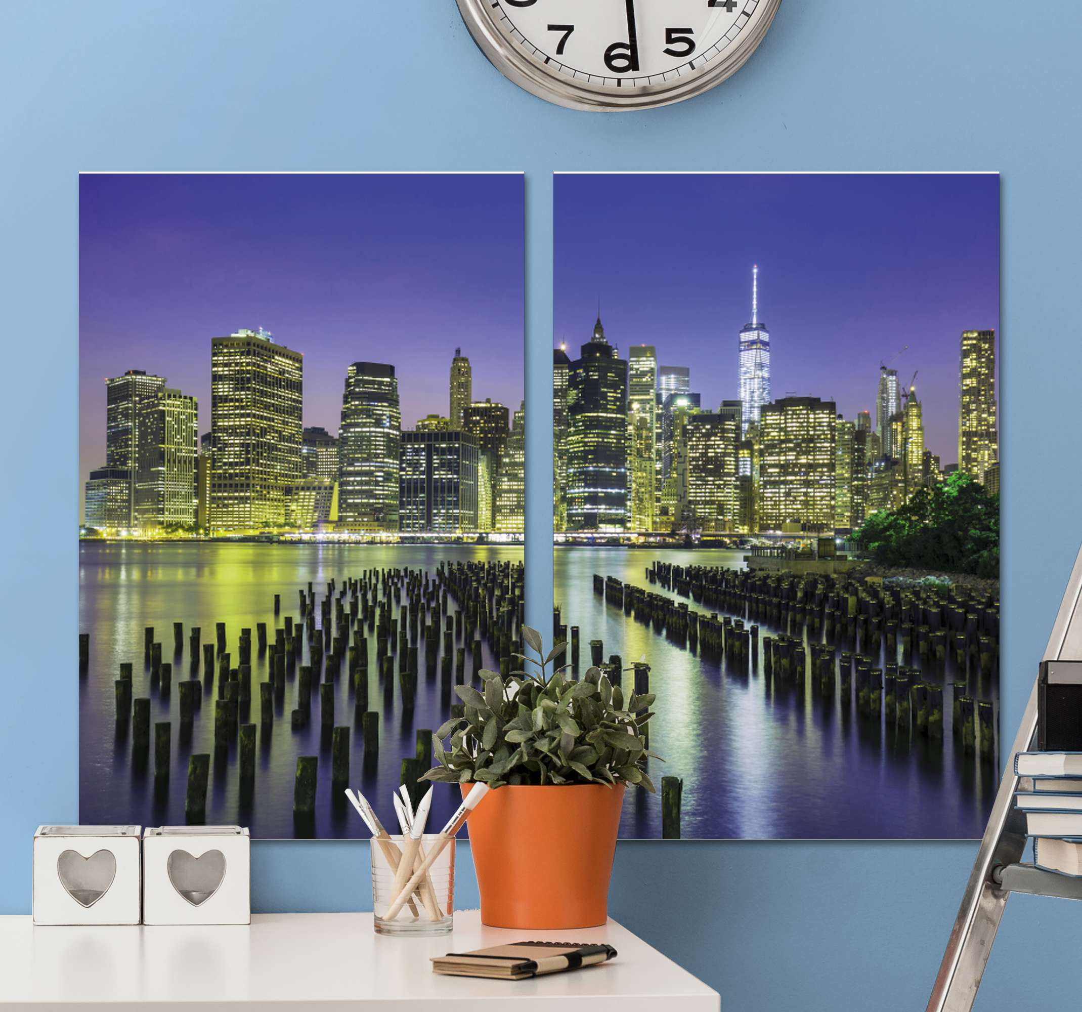 Tenstickers. Manhattan city skyline city skyline utskrifter. Manhattan city skyline city canvas prints för att försköna ditt hem med ett modernt och lyxigt utseende. Två canvasses med 3d vy av manhattan city på natten.