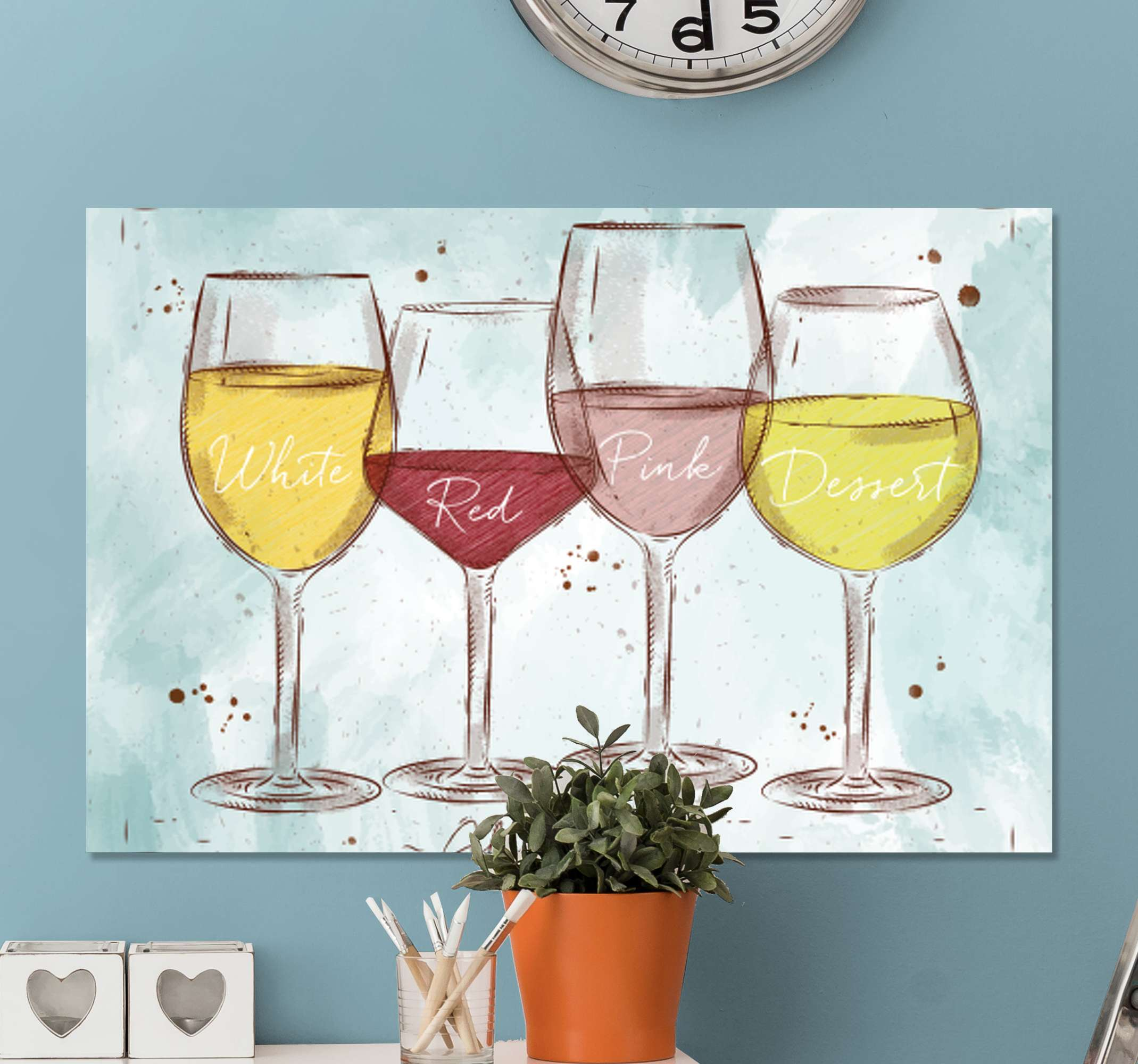 TenStickers. 乡村风格的乡村帆布墙艺术. 画布上印有葡萄酒。该模式在一个明亮的蓝色篮子中显示了四个不同的酒杯。为您的沙龙或餐厅提供完美的装饰。