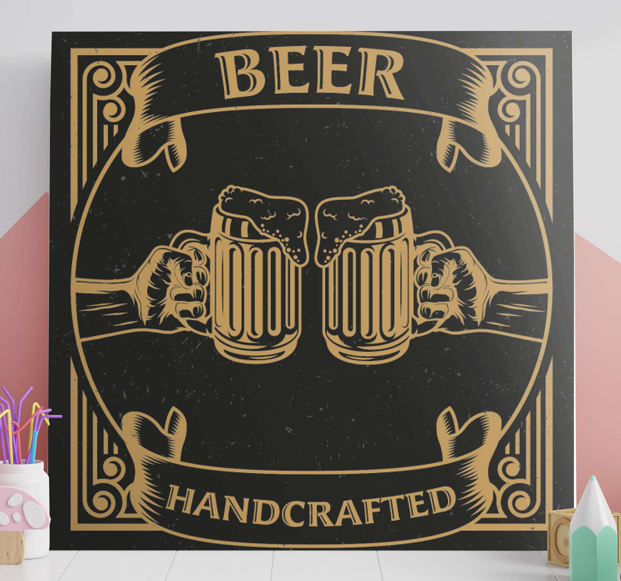 TenStickers. Bares rusticos cerveza rustik lærred væg kunst. Lærredstryk med ølpints. Mønsteret præsenterer to ølpletter på en mørkebrun baggrund. Lavet af materialer af høj kvalitet.