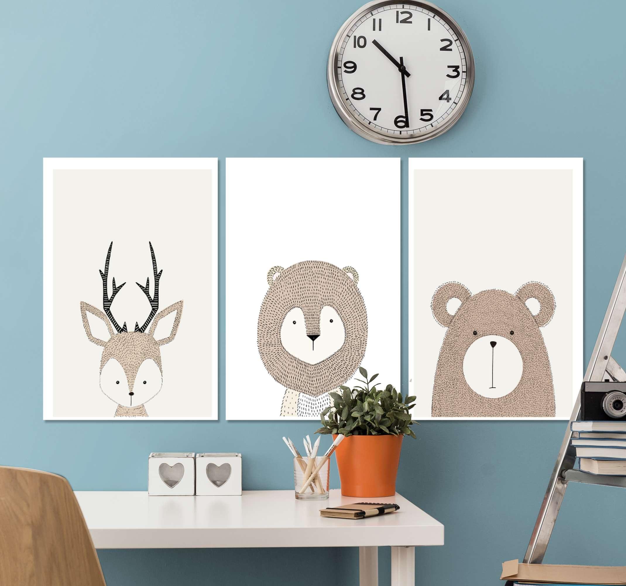 TenStickers. 三联画动物卧室卧室帆布艺术. 与不同的卡通动物插画设计的三种画布艺术。它以高品质的饰面印刷,超级耐用且易于悬挂。