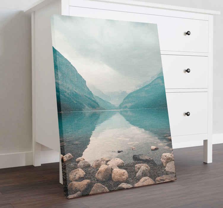 TenStickers. Fredeligt vandlandskab lærred væg kunst. Er fantastisk fredeligt vandlandskabslærred til at dekorere dit hjem. Vi giver dig det bedste til en meget overkommelig pris, så du kan tilpasse din plads.