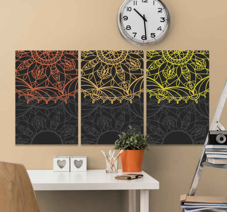 TenStickers. 红色,橙色和黄色曼陀罗印花墙艺术. 曼陀罗画布打印,其中三个独立的画布打印全部覆盖在令人惊叹的曼陀罗设计中。极其持久的材料。