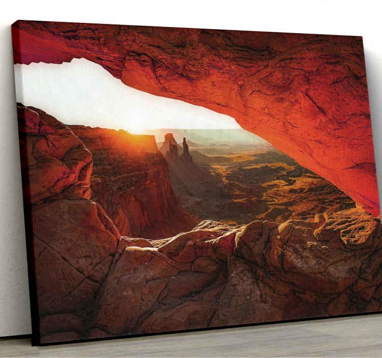 TenStickers. Quadro paesaggio Tramonto nel deserto roccioso. Stampa su tela paesaggio che presenta una splendida immagine di un paesaggio desertico roccioso con il sole che tramonta in lontananza.