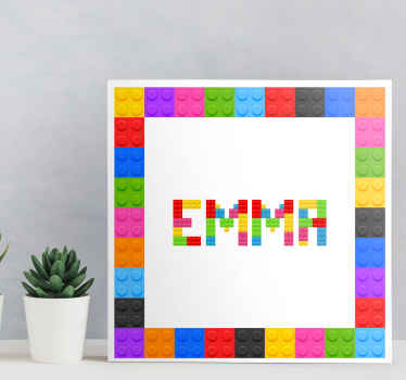 Impressão da tela do nome do personalista com o nome. Linda tela para o quarto das crianças, seu design é um conjunto de textura de tijolos de lego.
